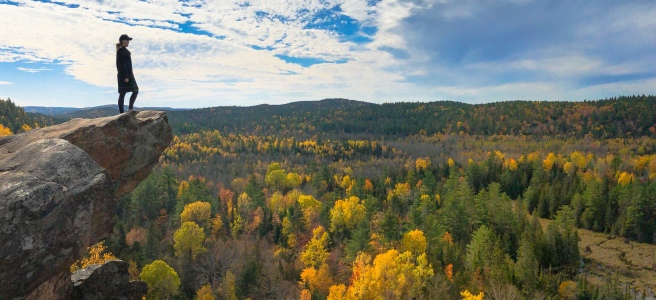 Fall autumn colours at Eagles Nest Hiking Lookout