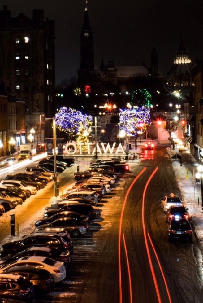 Light trails in the byward market